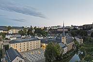 Luxembourg, Luxembourg City, View to Neumuenster convent at Alzette river and the city in the evening - MSF004209