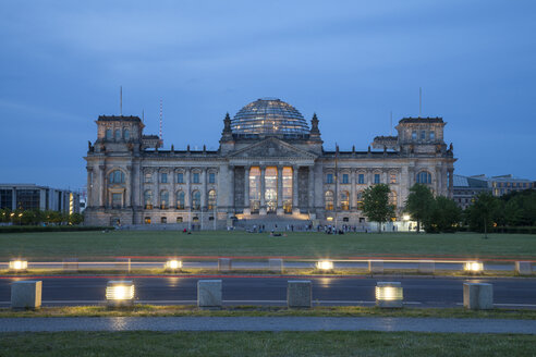 Germany, Berlin, Reichstag building in the evening - WI001013