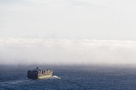 USA, California, San Francisco, container ship in fog in San Francisco Bay - FO007017