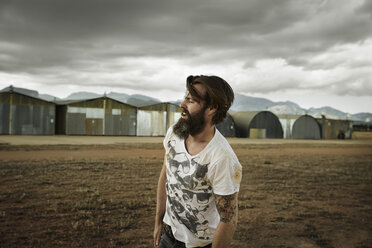 Man with full beard in abandoned landscape - KOF000032
