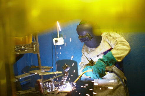 Welder at work - ZEF000625