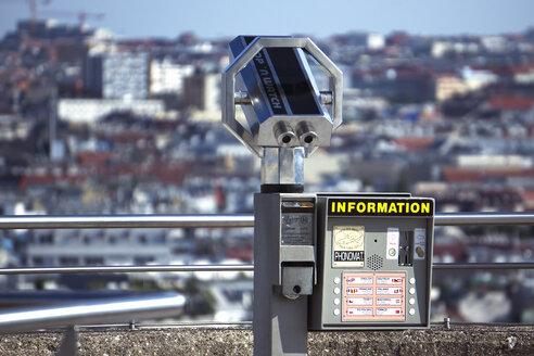 Austria, Vienna, coin operated binoculars ob Haus des Meeres observation platform - WE000229