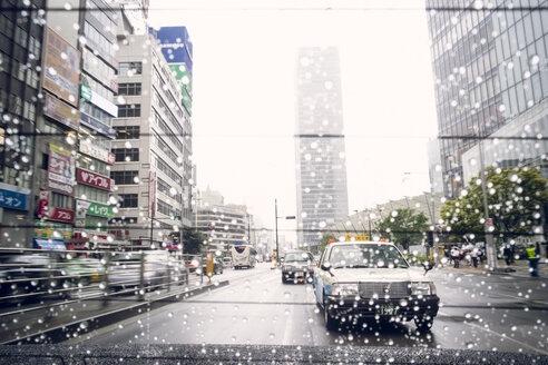 Japan, Tokyo, View through the rear window of a taxi - FL000516