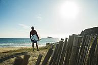 France, Brittany, Camaret-sur-Mer, surfer at the coast - UUF001806