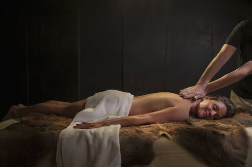 Woman getting massage - HHF004932