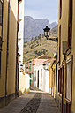 Spain, Canary Islands, La Palma, Alley in old town of Los Llanos - DWIF000193