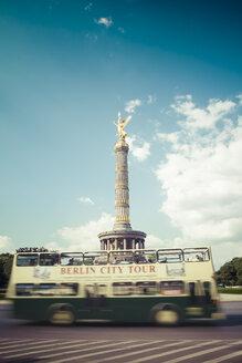 Germany, Berlin, Berlin-Tiergarten, Great Star, Berlin Victory Column and tour bus - KRP001113