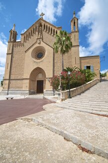 Spain, Baleares, Mallorca, Arta, view to church - MHF000331