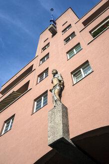Austria, Vienna, part of facade of municipal apartment building 'Karl Marx-Hof' - WEF000235