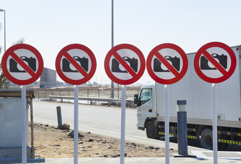 United Arab Emirates, Dubai, Signs forbidden to take photographs - HSIF000359