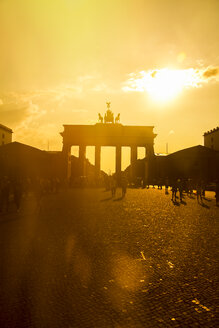 Germany, Berlin, Berlin-Mitte, Brandenburg Gate, Pariser Platz and tourists against the sun - KRPF001149