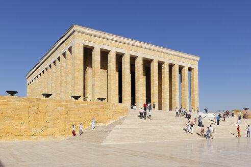 Turkey, Ankara, Anitkabir, People visiting Ataturk's Mausoleum - SIEF005942