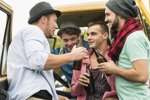 Group of friends drinking beer in car - UUF001850
