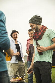 Group of friends drinking beer and having a barbecue - UUF001856