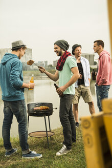 Group of friends drinking beer and having a barbecue - UUF001858