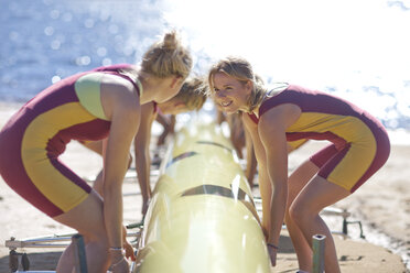 Female rowers lifting up boat - ZEF000469