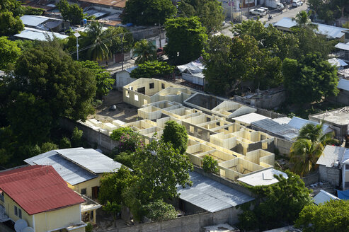 Haiti, Port-au-Prince, Reconstruction of a school with the help of an aid organisation - FLK000416