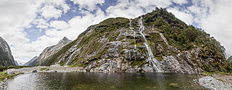 New Zealand, South Island, Milford Track, Milford Sound, waterfall - WV000672