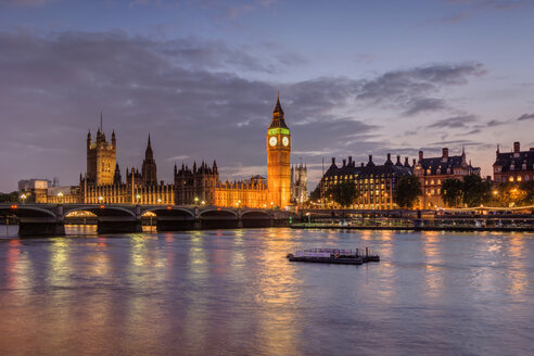 United Kingdom, England, London, River Thames, Big Ben and Palace of Westminster in the evening light - PAF000931