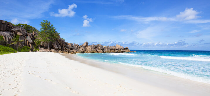 Seychelles, La Digue, beach, panorama - ROMF000020