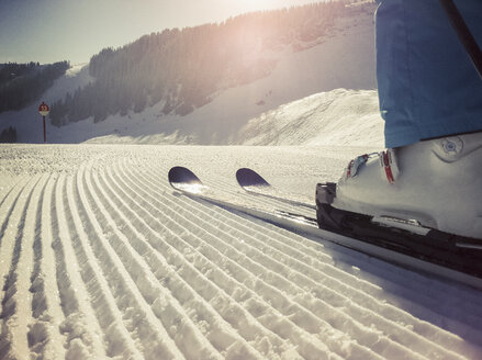 Austria, Salzburger Land, tracks in snow in skiing area - NNF000028