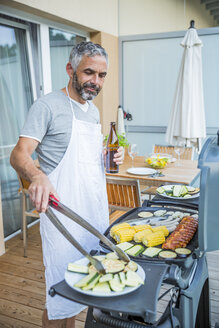 Man barbecuing on his balcony - MBEF001277