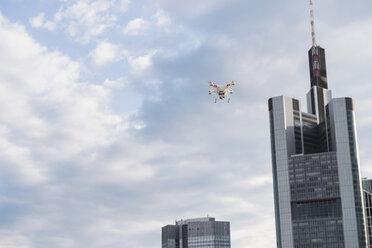Germany, Hesse, Frankfurt, flying drone - FMKYF000514