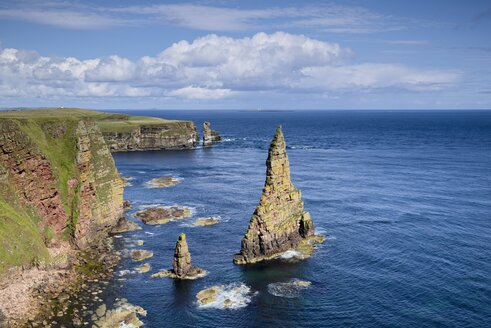 United Kingdom, Scotland, Coast of Duncansby Head, rock needles - ELF001342