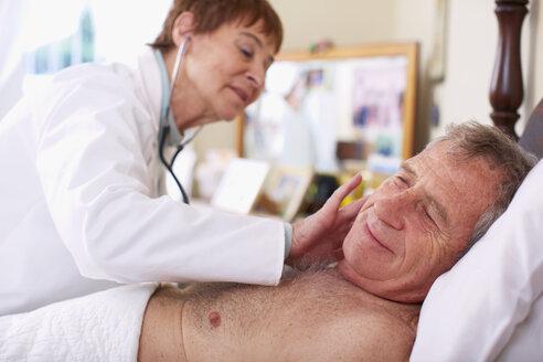 Doctor examining senior man at home - ZEF001162