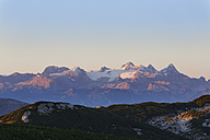 Austria, Upper Austria, Salzkammergut, view from Alberfeldkogel to Dachstein Mountains in morning light - SIEF006007