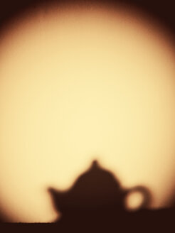 Shadow of small teapot on the wall with copy space - JAWF000044