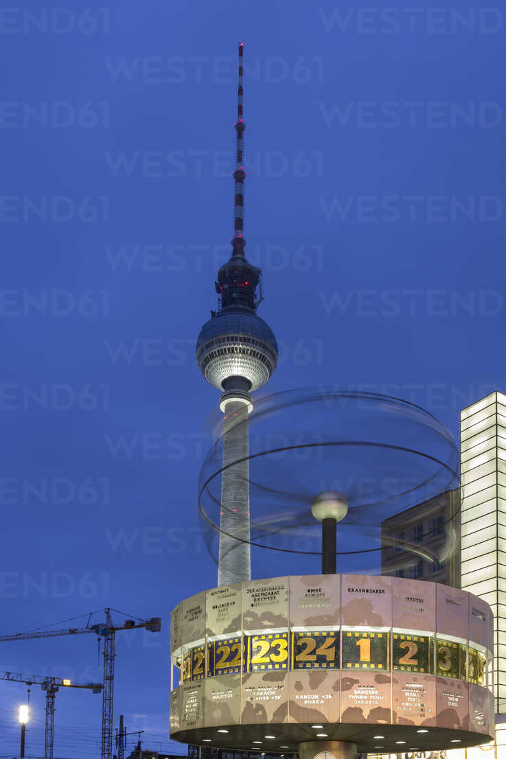 Germany, Berlin, view to television tower and tworl clock at Alexanderplatz by twilight - NKF000191 - Stefan Kunert/Westend61