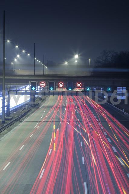 Germany, Hamburg, evening rush hour on the Autobahn - NKF000195 - Stefan Kunert/Westend61