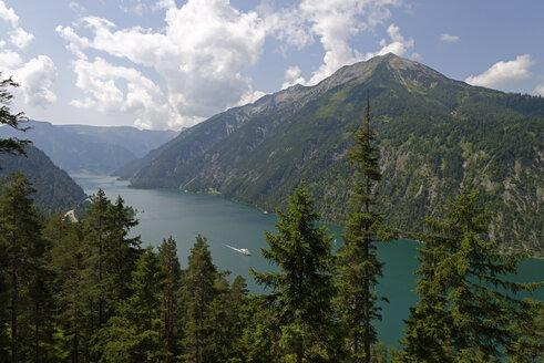 Austria, Tyrol, Achensee, Unnuetz with Seekarspitze - LBF000963