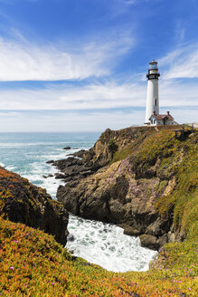USA, California, Big Sur, Pacific Coast, National Scenic Byway, View to Pigeon Point Lighthouse - FOF007245