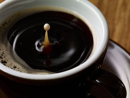 Drop of milk in cup of coffee - SRSF000519