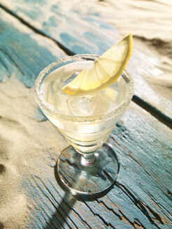 Sour cocktail with lemon slice - SRSF000522