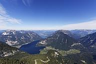 Austria, Salzkammergut, Dachstein Mountains, view on Lake Hallstein - SIEF006046