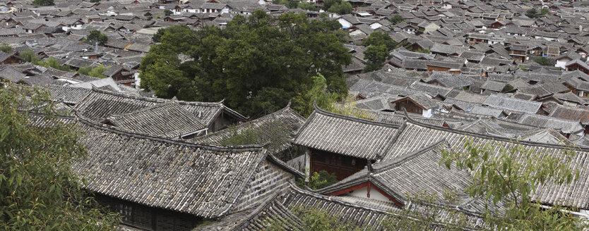 China, Yunnan, Shangri-La County, Lijiang, house roofs in old town - DSG000225