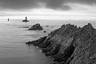 France, Brittany, Pointe du Raz with lighthouse - DSGF000746