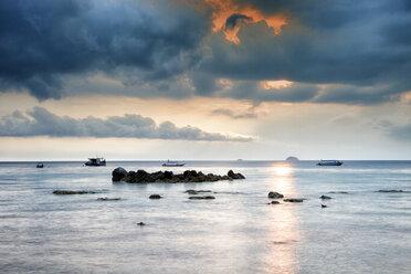 Malaysia, Tioman Island, sunset at Salang - DSGF000815