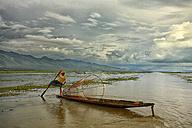 Myanmar, fisherman on Inle Lake - DSG000345