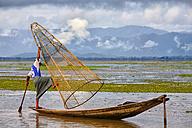Myanmar, fisherman on Inle Lake - DSG000352