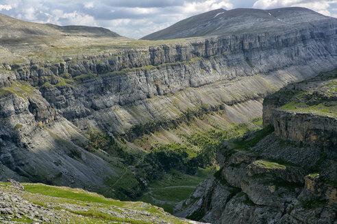 Spain, Ordesa National Park, rock formation - DSGF000398