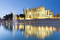 Spain, Balearic Islands, Mallorca, Palma de Mallorca, La Seu Cathedral in the evening light - MSF004308