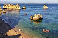 Portugal, Algarve, Tourists at beach at Atlantic coast - DSGF000510