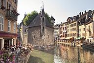 France, Haute-Savoie, Annecy, Historic town centre, Palais de l'Isle, Thiou river - SBDF001315