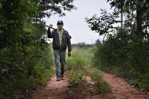 Paraguay, Departamento Concepcion,  Comunidad Arroyito, peasant with hoe - FLK000512