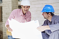 Construction worker and foreman dicussing building plan - ZEF001842