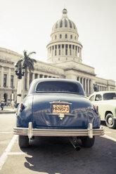 Cuba, Havana, blue vintage car parking in front of capitol - NN000035